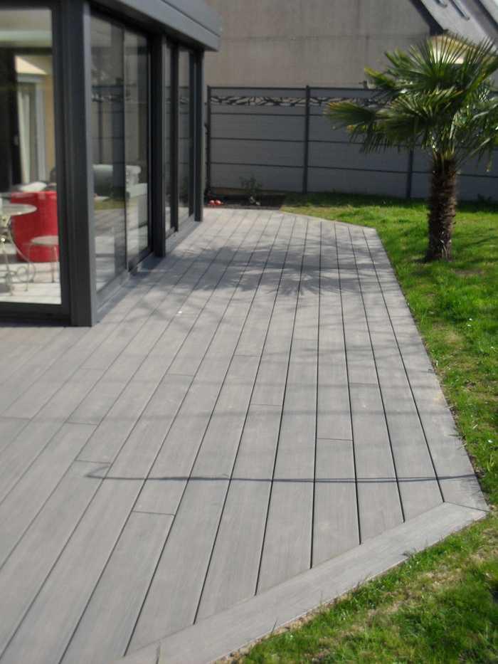 Terrasse en bois composite autour d''une véranda sur St Julien 0
